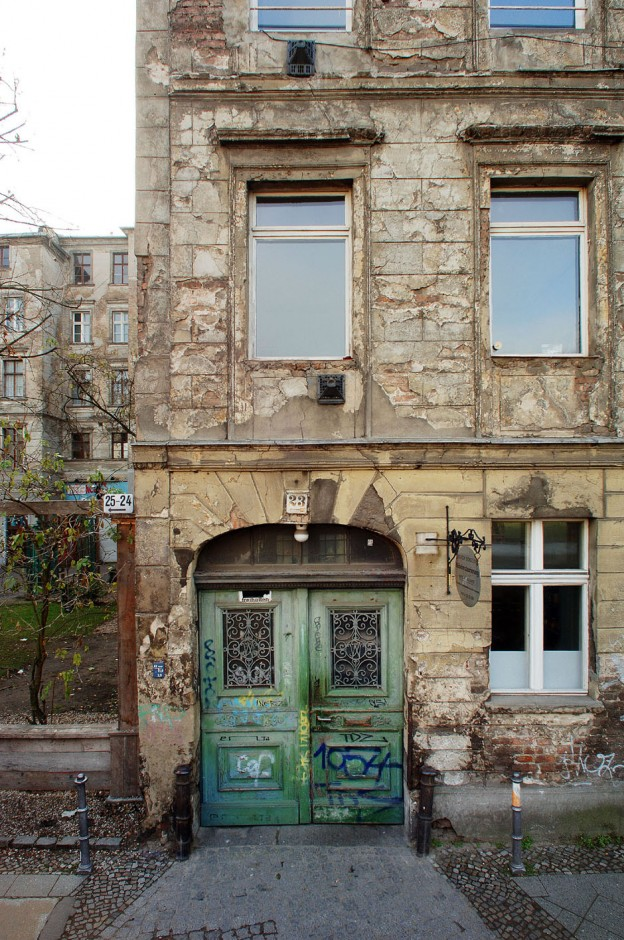 4-Berlin-Biennale-Private-Apartment-Auguststrasse-23
